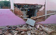 Agência teve parte de sua estrutura destruída