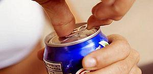 O que as bebidas energéticas prometem e como realmente impactam a saúde