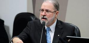 Aras se manifesta contra pedido de apreensão de celular de Bolsonaro