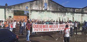 Funcionários da Veleiro atrasam saída de ônibus e decidem por greve, em Rio Largo