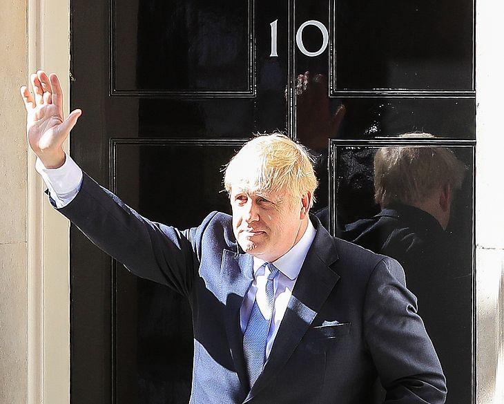O novo premiê do Reino Unido, Boris Johnson, concede entrevista em frente a Downing Street, em Londres