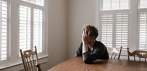 Ansiedade noturna: a dificuldade de acalmar a mente devido às preocupações do dia-a-dia