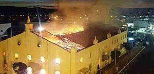 Igreja ficou completamente destruída