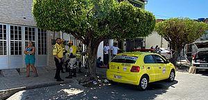Motorista com sinais de embriaguez é preso após invadir calçada, em Pajuçara