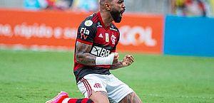 Flamengo vira sobre o Inter, vence no Maraca e fica a uma vitória do título do Brasileiro