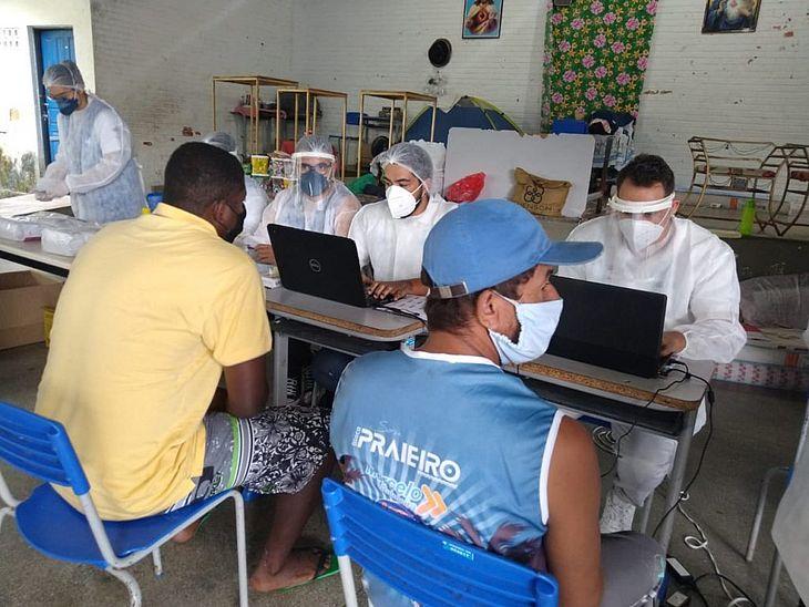 Testagem com pessoas acolhidas no Centro Educacional de Jovens e Adultos