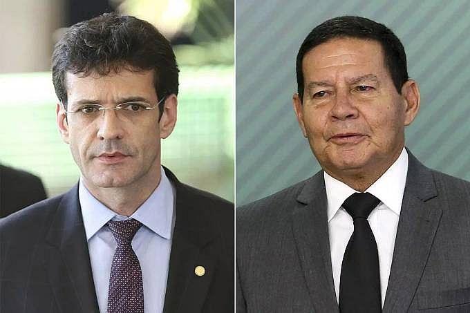 O ministro do Turismo Marcelo Álvaro Antonio e o vice-presidente da República Hamilton Mourão