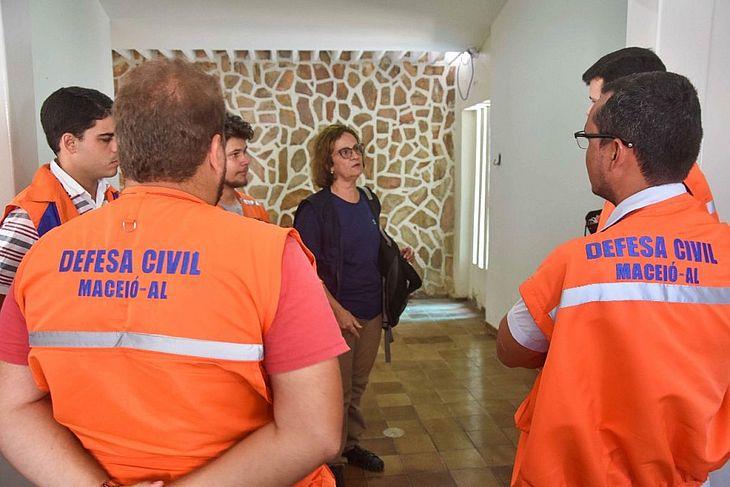 Defesa Civil atua no bairro do Pinheiro