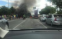 Moradores do conjunto Santa Maria protestam na BR-104 contra falta d'água