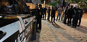 Treze pessoas envolvidas em roubo, tráfico e homicídios são presas em grande operação