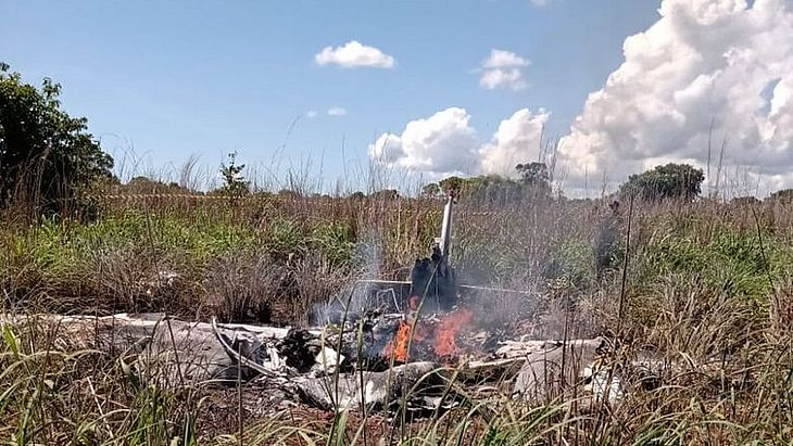 Seis pessoas morreram em queda de avião que levava parte da delegação do clube Palmas para jogo contra o Vila Nova