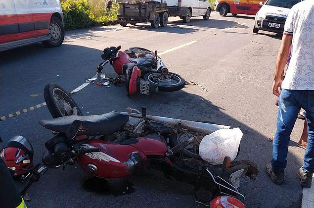 Quatro ficam feridos em acidente com duas motos no Sertão alagoano