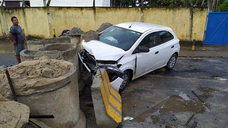 Motorista perde controle e bate veículo em avenida no Mutange