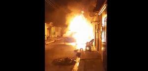 Fogo destrói viatura da PM e atinge residência no Vergel do Lago; veja vídeos