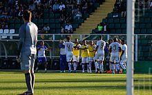 Jogadores comemoram gol de Matheus Lopes. CSA venceu o Figueirense no Orlando Scarpelli