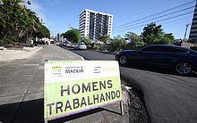 Em trecho da Rua Deputado Elizeu Teixeira, próximo ao Colégio Santa Úrsula, o serviço já foi concluído