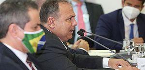 Com novo cronograma prevendo redução de vacinas, governadores se reúnem com Pazuello