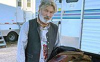 Alec Baldwin é visto aos prantos após morte de diretora de fotografia