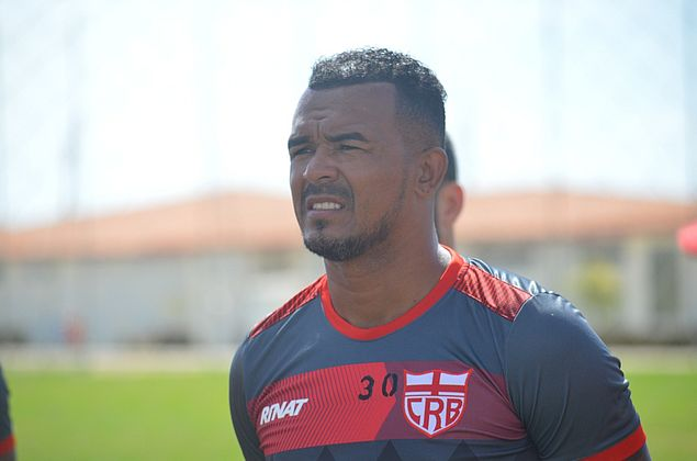 Experiência, críticas, paixão pelo clube: Zé Carlos comenta nova chance no CRB