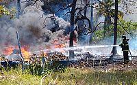 Vídeo: incêndio em vegetação assusta moradores do Antares e da Serraria