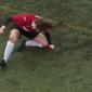 Vídeo: Jogadora dá tapas no próprio joelho para recolocar osso no lugar