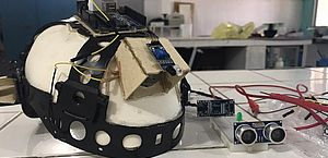Capacete de construção civil se transforma em sensor de movimento para deficientes visuais