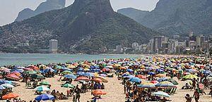 UFRJ alerta para explosão de casos e pede fechamento de praias e eventos