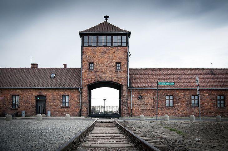 Imagem ilustrativa: o campo de concentração de Auschwitz