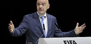 'Ou estão dentro ou estão fora', diz presidente da Fifa aos clubes da Superliga