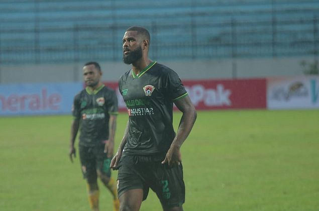 Ex-CRB, zagueiro Rafael Bonfim comenta início de temporada na Indonésia