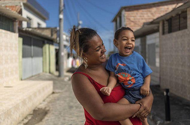 Comissão aprova MP que concede pensão a crianças afetadas pelo Zika vírus