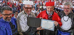 Juiz alega equívoco e devolve título de doutor honoris causa a Lula