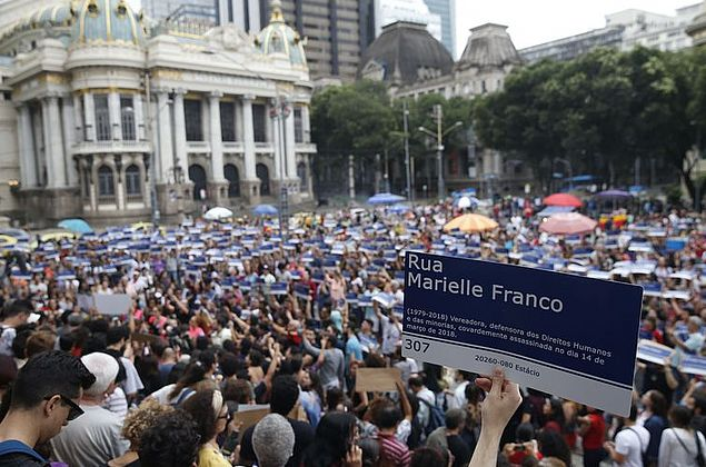 Mangueira terá samba enredo que homenageia vereadora Marielle em 2019