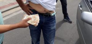 Irmão de prefeito e secretários são flagrados com dinheiro escondido nas roupas no Ceará