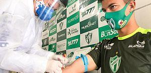 FAF testa 66 profissionais de ASA e Murici antes da decisão; 5 atletas testam positivo