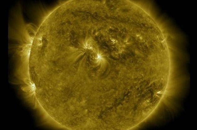 Nasa divulga vídeo que compila dez anos de imagens do Sol em uma hora; veja