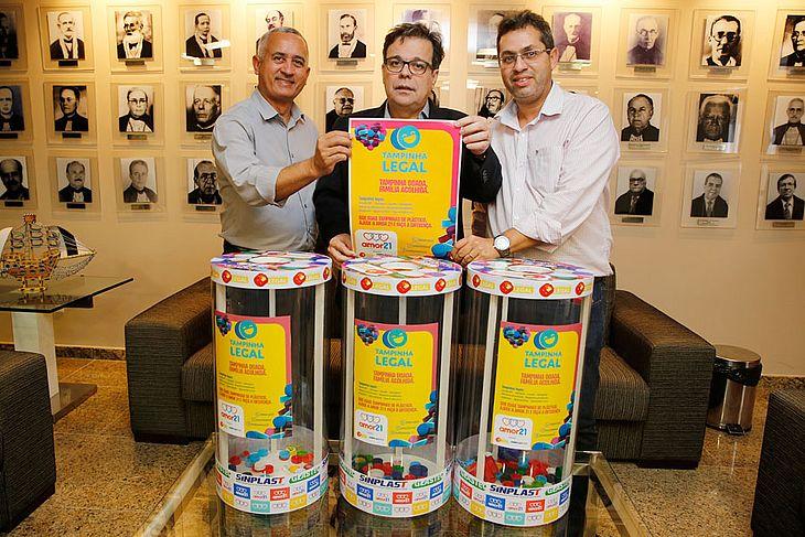 Elias Ferreira, da Comissão de Defesa dos Direitos das Pessoas com Deficiência da OAB/AL, presidente Tutmés Airan e Tony Cabral, do Amor 21