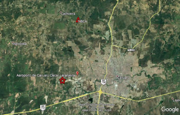 Mapa de localização epicentral. O epicentro está representado pela estrela vermelha. O triângulo vermelho mostra a localização da estação de Caruaru (NBCA)