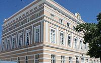 Deputados de AL promulgam lei que garante meia-entrada a professores