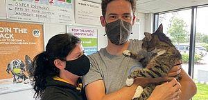 Donos reencontram gato de estimação desaparecido há dez anos