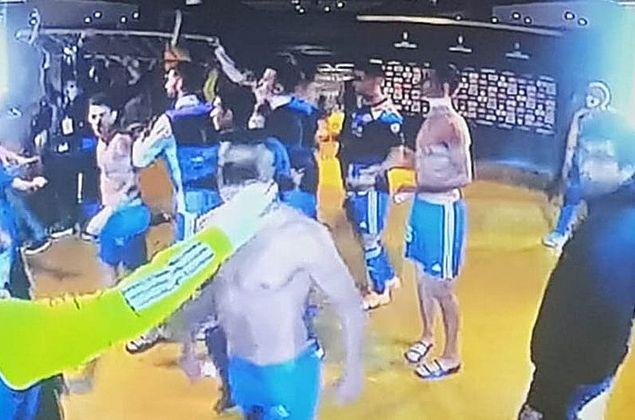 Vídeo: após eliminação, jogadores do Boca entram em confronto nos vestiários do Mineirão