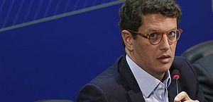 Investigado pela Polícia Federal, ministro Ricardo Salles, do Meio Ambiente, pede demissão