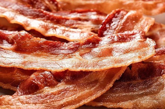 Mesmo em baixa quantidade, bacon e carne bovina elevam risco de câncer