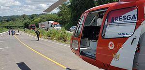 Samu resgata três vítimas de acidente com caminhão na BR-101