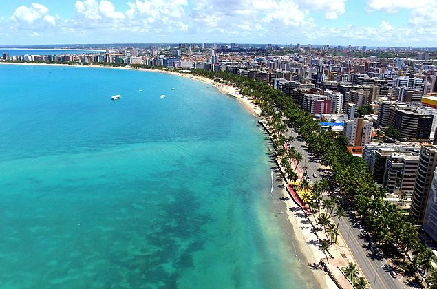 """No feriado """"Vamos abraçar o mar"""": ação promove limpeza das praias do Nordeste"""