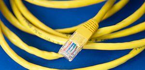 Empresa é condenada a indenizar cliente por falta de internet