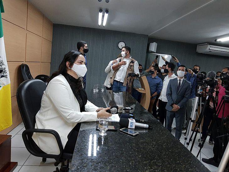 Posse de Fabiana Pessoa foi acompanhada por vereadores e deputados