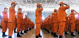 Inscrições do concurso do Corpo de Bombeiros são abertas; salários chegam a R$ 9,6 mil