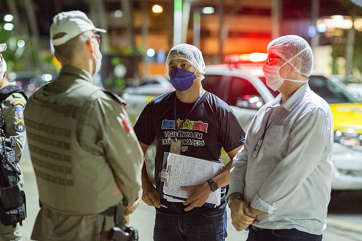 Profissionais dos órgãos de fiscalização foram aos bares e restaurantes de Maceió nessa sexta-feira