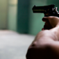 Criança morre nos EUA ao manipular arma de fogo durante seu aniversário
